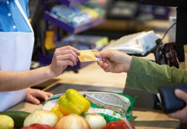 Confiança do consumidor recua com quadro de indefinição econômica